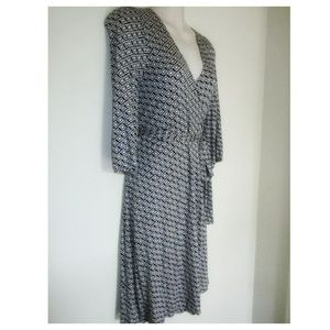 NEW OLD NAVY Black White Wrap Dress Geometric